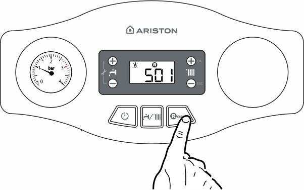 Панель управления котлом Ariston EGIS PLUS. Нажмите кнопку Reset.