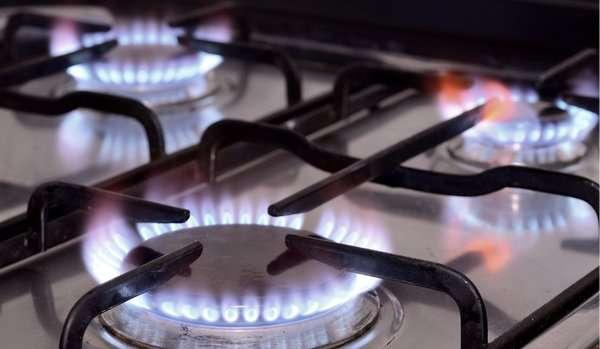 Фото проверки поступления газа в котел с помощью кухонной газовой плиты