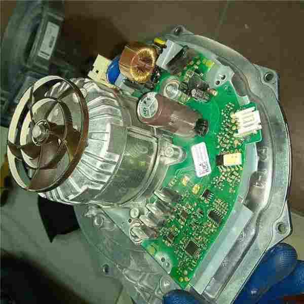 Вентилятор Viessmann Vitodens 200W. Приехали, а он не запускается, не работает вентилятор. Питание приходит, вентилятор не работает.