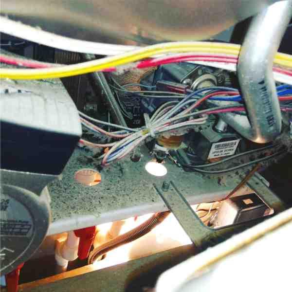 Проверьте контакты и провода на целостность котла Navien