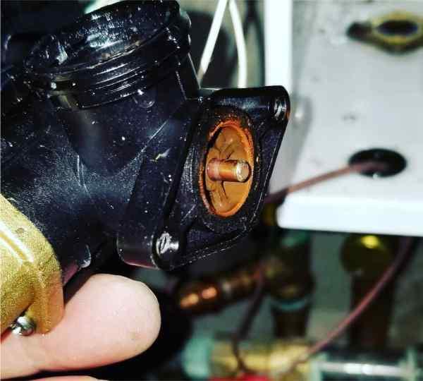 Трехходовой клапан котла Navien потек
