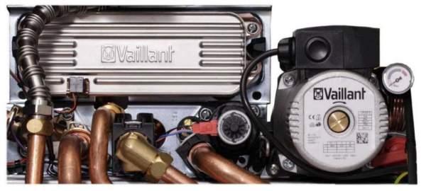 Поверните шайбу для стравки воздуха с циркуляционного насоса Vaillant