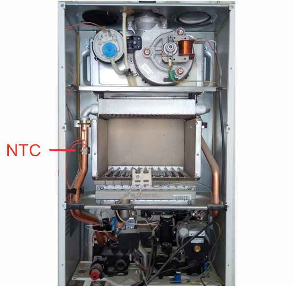 Место расположения датчика температуры NTC в котле Аристон