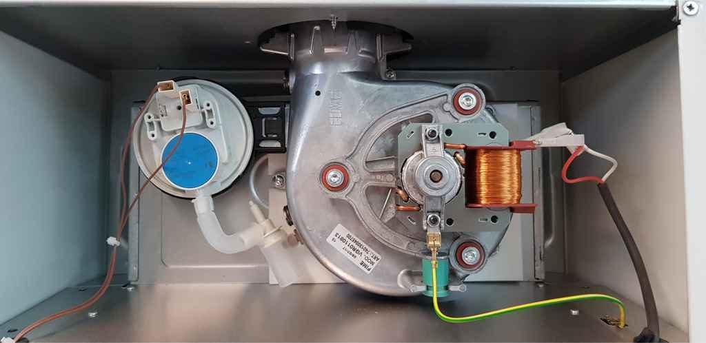 Прессостат и вентилятор котла Аристон чистый