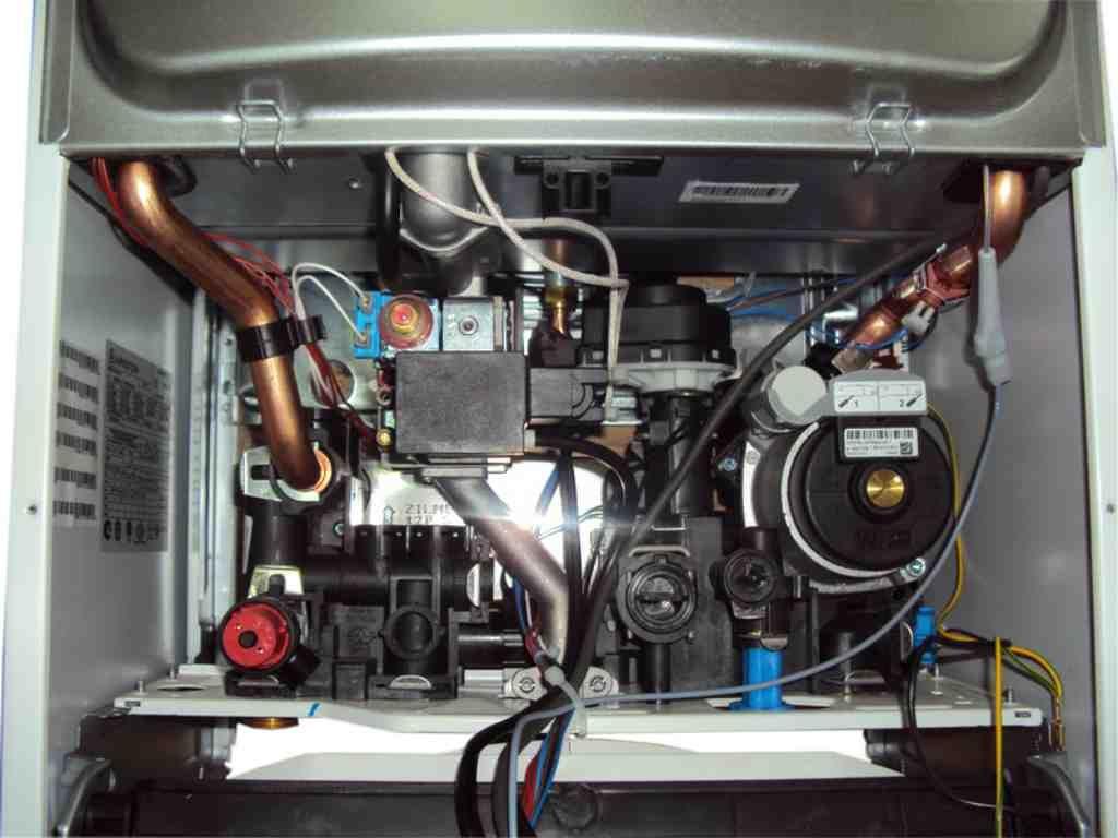 Проверьте целостность проводов в котле Ariston
