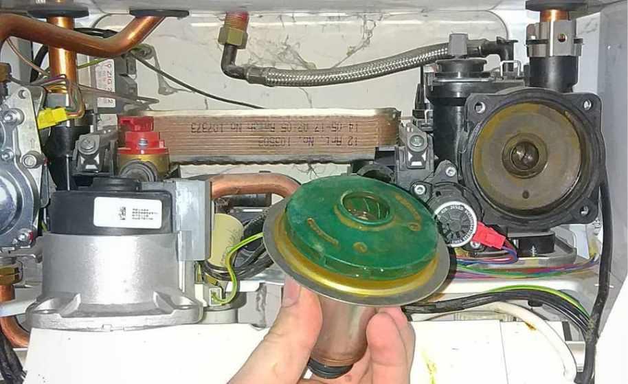 Насос котла Protherm работает шумновато на стороне всасывания шлам