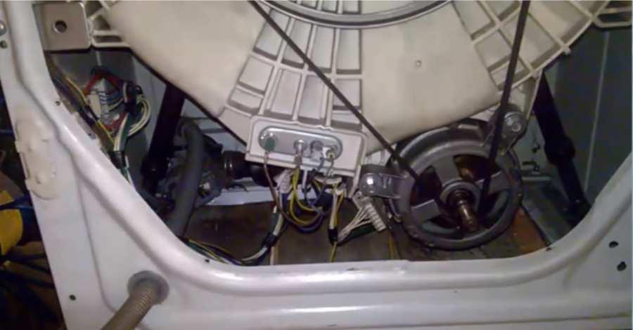 Место установки двигателя стиральной машины Indesit