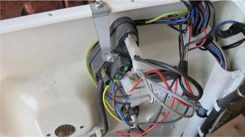 Оценить состояние проводов в стиральной машине Indesit
