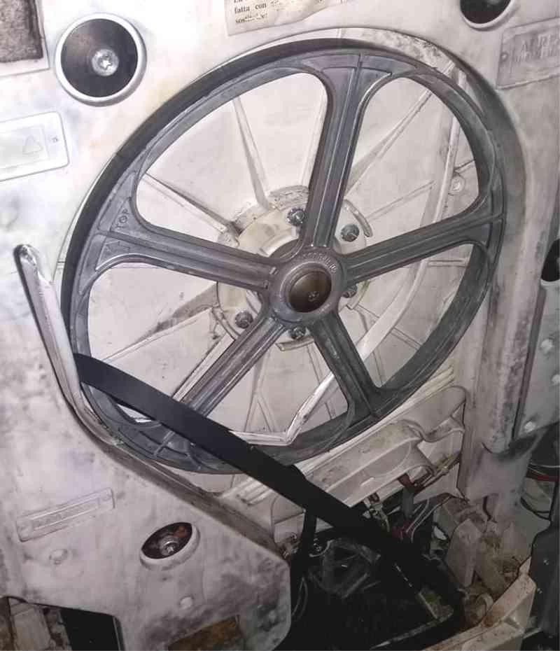 Слетел ремень стиральной машины Indesit