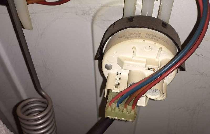 Замена датчика уровня (Прессостат) стиральной машины indesit
