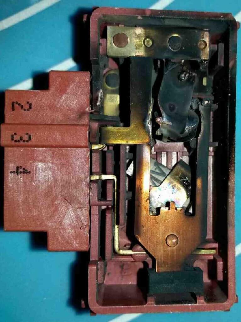 Замыкание замка двери ( устройство блокировки люка) стиральной машины Indesit