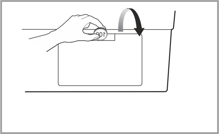 Откройте дверцу на нижней панели стиральной машины LG